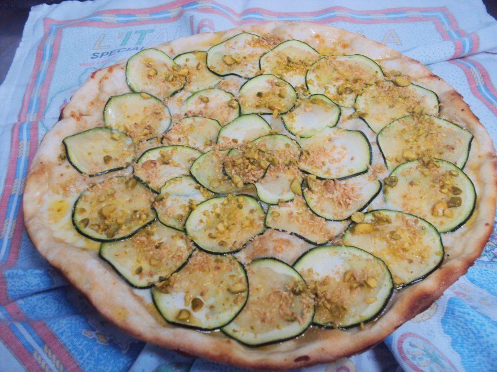 Pizza de calabacines y pistacho