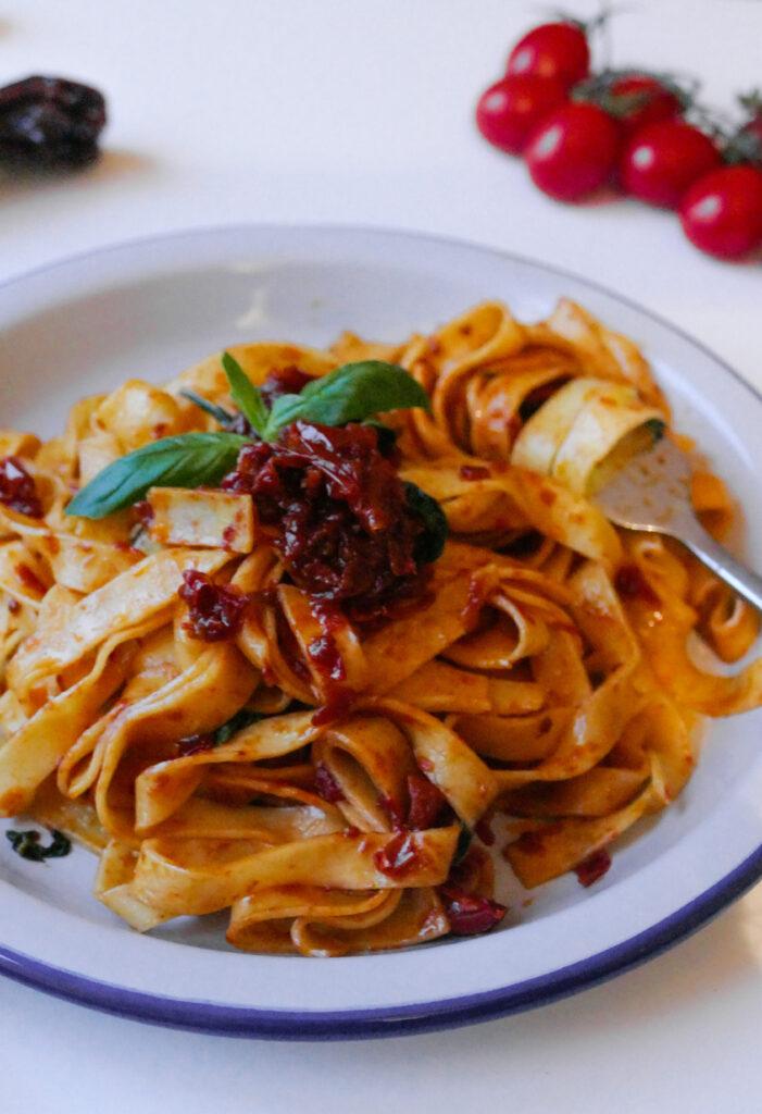 Fettuccine con tomatitos cherry y pimiento choricero Grossi